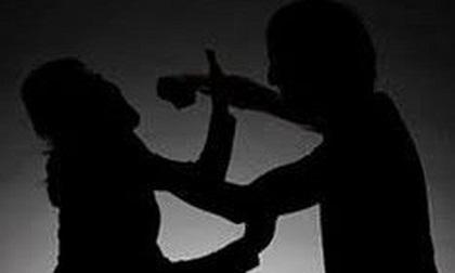 Khởi tố người đàn ông dùng dao đâm vợ trọng thương