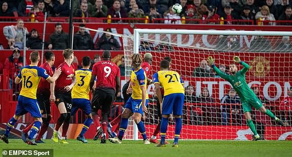 Lukaku lập cú đúp ngoài dự kiến, Man United nhọc nhằn giành trọn 3 điểm - Ảnh 2.