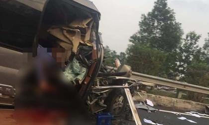 Ô tô đâm nhau kinh hoàng trên cao tốc, nhiều hành khách la hét kêu cứu