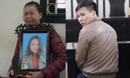 Xét xử ca sĩ Châu Việt Cường nhét tỏi khiến cô gái tử vong: Mẹ nạn nhân mang di ảnh đến tòa, khóc nức nở