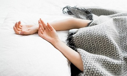 Thói quen khi đi ngủ 99% người trẻ mắc phải này gây ảnh hưởng não bộ thậm chí tử vong, đừng chủ quan