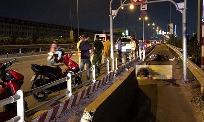 """Tông dải phân cách """"cản ôtô"""" trên cao tốc, người đi xe máy chết thảm"""