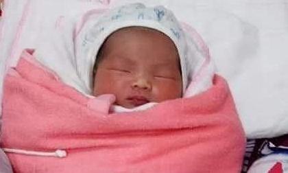 Bé gái 1 ngày tuổi bị mẹ bỏ rơi kèm tin nhắn xin lỗi vì không thể nuôi nấng