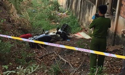 Phát hiện người phụ nữ tử vong bên cạnh xe máy, ở gần đường lớn đông dân cư