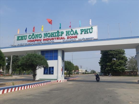 Lối vào khu công nghiệp Hòa Phú. Ảnh: Bảo Trung