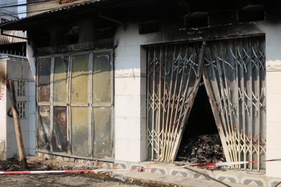Cháy ki-ốt ở Bà Rịa-Vũng Tàu lúc rạng sáng, 3 người tử vong - Ảnh 1.