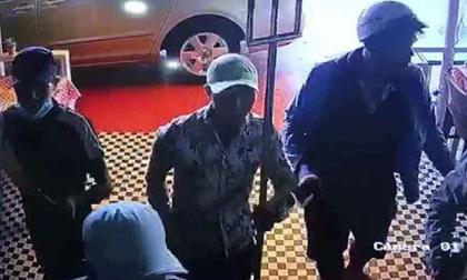 Bắt 10 đối tượng băng đảng giang hồ chém người, đòi tiền bảo kê quán cà phê ở Sài Gòn