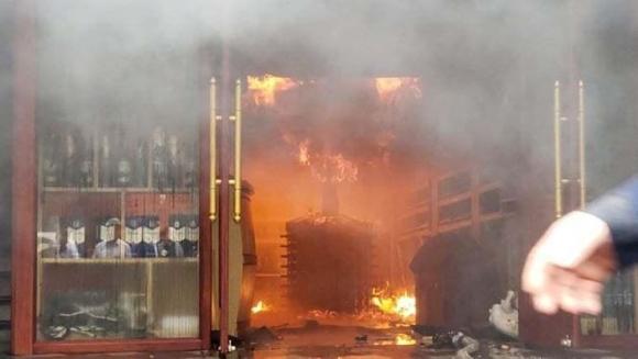 Hiện trường vụ cháy khách sạn kinh hoàng ở Hải Phòng - 6