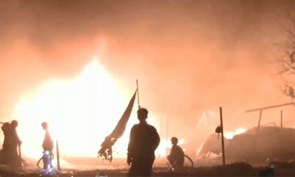 Xưởng may 1.000 m2 cháy dữ dội, dân hoảng loạn sơ tán trong đêm