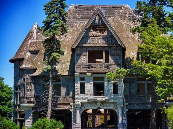 Những lâu đài cả triệu đô bị bỏ hoang khiến du khách tiếc hùi hụi - 1