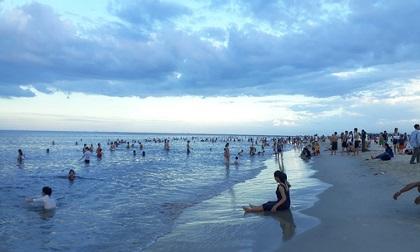 Đi tắm biển, nữ sinh viên bị sóng cuốn trôi tử vong