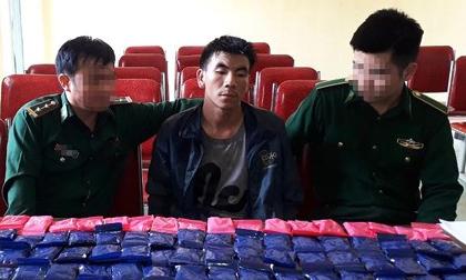 Bắt đối tượng ngoại quốc vận chuyển 20.000 viên ma túy vào Việt Nam