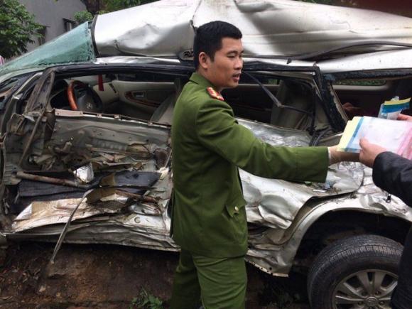 """Xe tải """"điên"""" tông trúng Innova chở 8 người, cháu bé Hàn Quốc tử vong - Ảnh 2."""