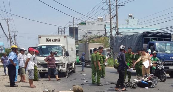 Ám ảnh hình ảnh chiếc mũ bảo hiểm trong vụ tai nạn 2 vợ chồng tử vong - 1