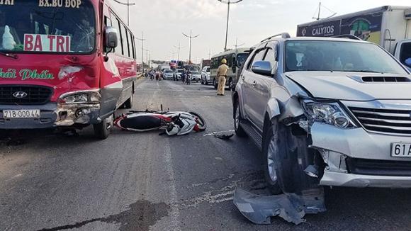 Ám ảnh hình ảnh chiếc mũ bảo hiểm trong vụ tai nạn 2 vợ chồng tử vong - 4
