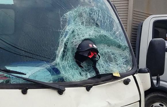 Ám ảnh hình ảnh chiếc mũ bảo hiểm trong vụ tai nạn 2 vợ chồng tử vong - 3