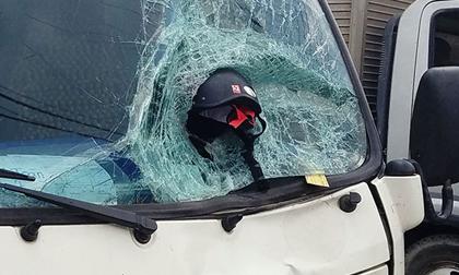 Ám ảnh hình ảnh chiếc mũ bảo hiểm trong vụ tai nạn 2 vợ chồng tử vong
