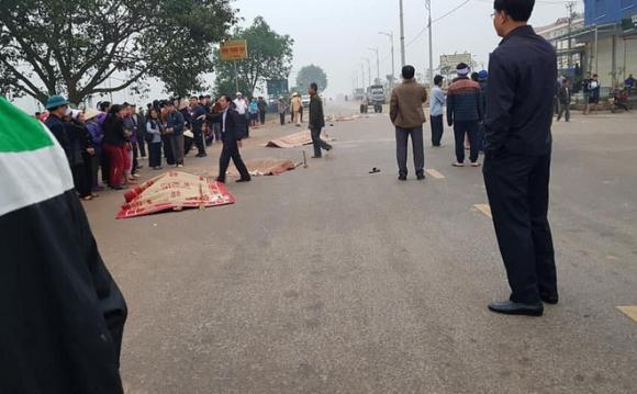 Nóng: Xe khách đâm 4 người tử vong, nhiều người bị thương