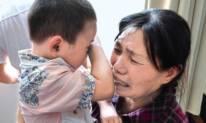 Bé trai 1 tuổi bị mù sau khi tắm, đưa đến bệnh viện mới tá hỏa nguyên nhân từ sai lầm của bà