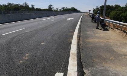 Tá hỏa phát hiện thi thể nằm bên hành lang cao tốc Đà Nẵng- Quảng Ngãi