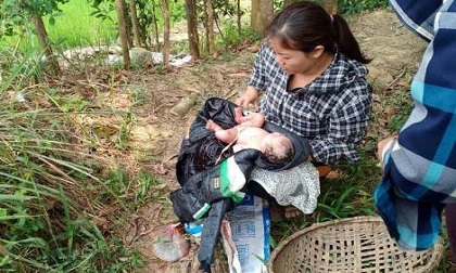 Bé gái sơ sinh còn nguyên dây rốn bị bỏ rơi trên cánh đồng