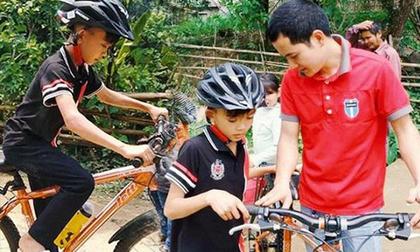 Bố cậu bé đạp xe không phanh đi thăm em: 'Hành động con tôi là sai, không phải người hùng'