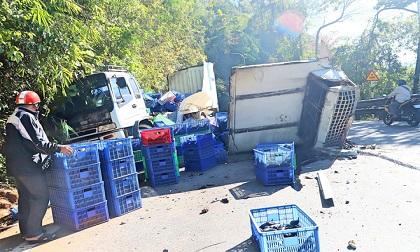 Đâm vào vách núi, xe tải nát vụn trên đèo Bảo Lộc