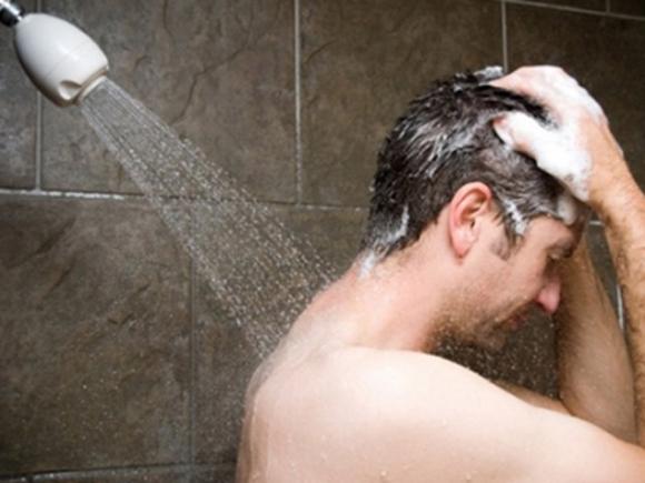 Diễn viên hài Anh Vũ đột tử do tắm khuya: Những người tuyệt đối không nên tắm khuya? - 1