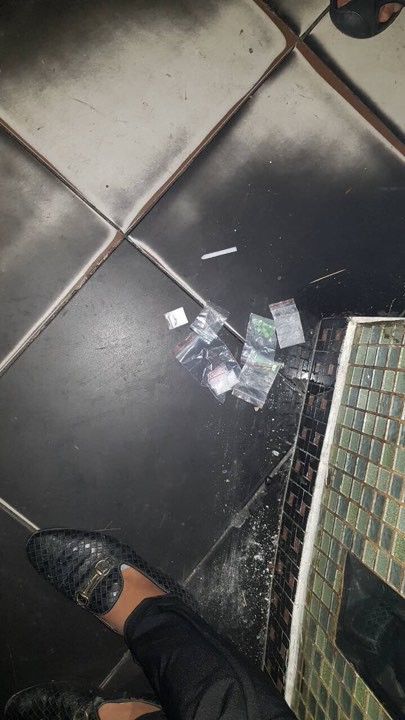 Gần 150 ngườii tình nghi sử dụng ma túy trong quán bar ở quận 5 - Ảnh 2.