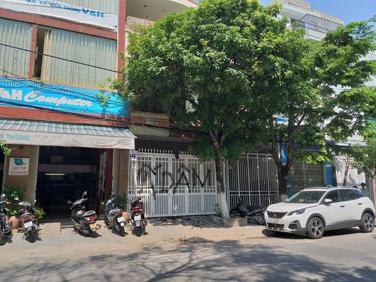 Vụ sàm sỡ bé gái: Nhà cựu Phó viện trưởng VKSND Đà Nẵng bị vẽ bậy, ném rác - 1
