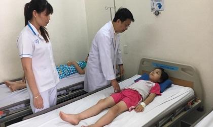 TP.HCM: Ăn bữa trưa với bò kho bánh mì, 61 học sinh nhập viện nghi ngộ độc