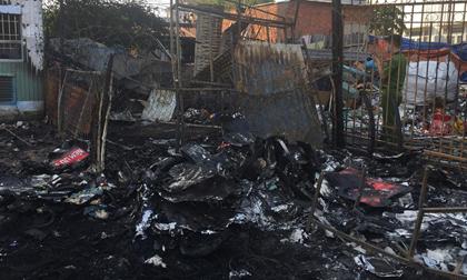 Cháy kho phế liệu cạnh ngân hàng, nhiều nhân viên tháo chạy