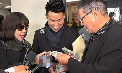 Tình cũ U80 của Ngọc Trinh rút xấp tiền 30.000 USD tặng gia đình Anh Vũ ngay trong tang lễ tại Mỹ