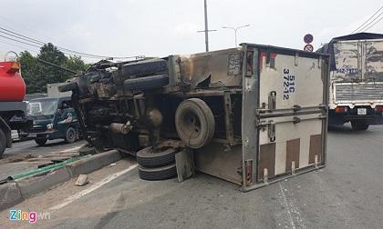Xe tải gây tai nạn liên hoàn trên QL1, giao thông ùn tắc hơn 3 km