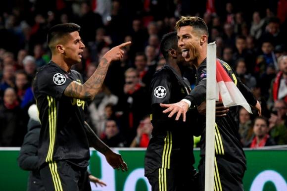 Ronaldo ghi ban, Juventus hoa Ajax tren san khach hinh anh 1