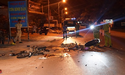 Hai xe máy tông trực diện, 2 thanh niên tử vong trong đêm