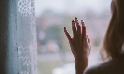 Thanh xuân như bóng câu qua cửa sổ, hãy bớt ngoan và bớt hy sinh đi hỡi đàn bà!
