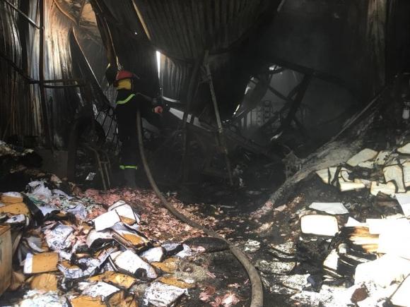 Hiện trường vụ cháy kinh hoàng 8 người chết và mất tích - 7