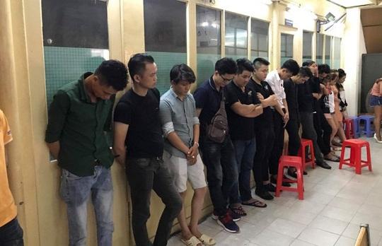Hàng chục người phê ma túy trong quán bar ở TP.HCM