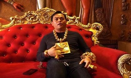 Phúc XO khai đeo toàn vàng giả - Dấu hiệu thoát tội?