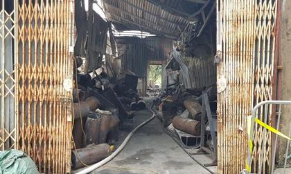 Hành động 'lạ' của người dân gần hiện trường vụ cháy 8 người chết