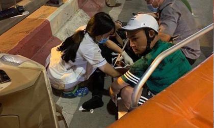 Hà Nội: Nữ tài xế lái ô tô tông một loạt xe máy trên cầu vượt Lotte Kim Mã, 2 người cấp cứu
