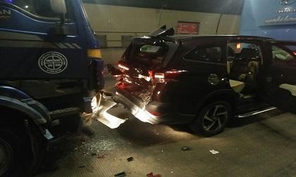 Xe cấp cứu bệnh nhân và 3 ô tô va chạm liên hoàn trong hầm Hải Vân