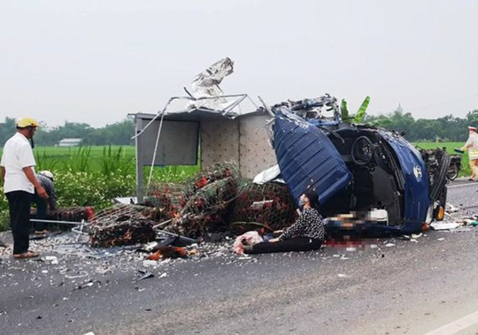 Xe tải tông trực diện vào nhau trên đường nối 2 cao tốc, tài xế tử vong thương tâm - 1