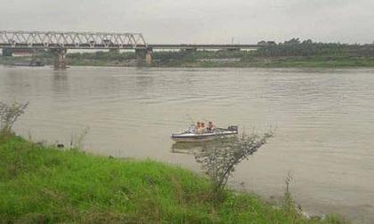 Nữ sinh lớp 12 nhảy từ cầu Hồ xuống sông Đuống mất tích