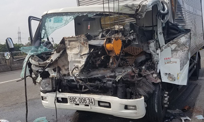 2 xe tải va chạm khiến 2 tài xế tử vong, 1 phụ xe bị thương