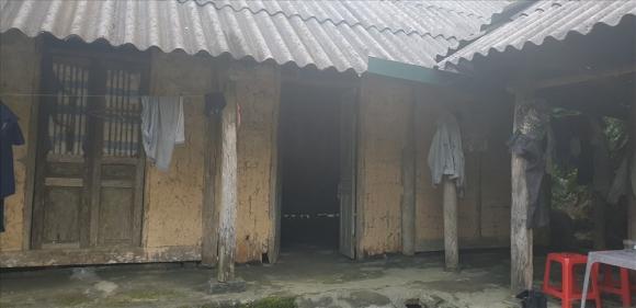 Căn nhà tranh, vách đất của gia đình bà Đ.T.N