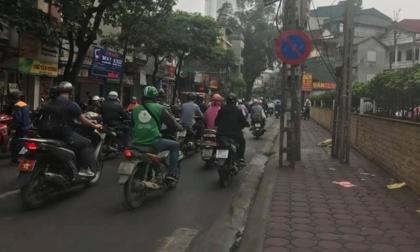 Phát hiện thi thể phụ nữ bên cạnh chiếc xe máy trên phố Hà Nội