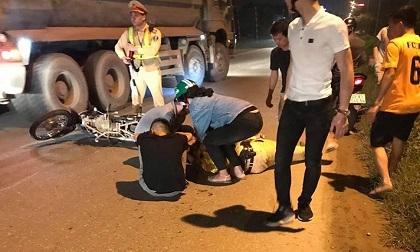 Hà Nội: Một CSGT bị thanh niên đi xe máy tông trọng thương