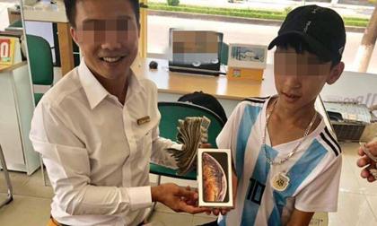 Cậu bé mang cả túi tiền lẻ trị giá 25 triệu đồng đi mua Iphone XS khiến dân mạng 'choáng váng'